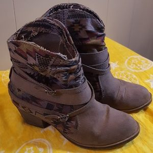 Shoedazzle Fabric Boots